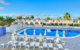 Outdoor swimming pool Coral Ocean View Hotel